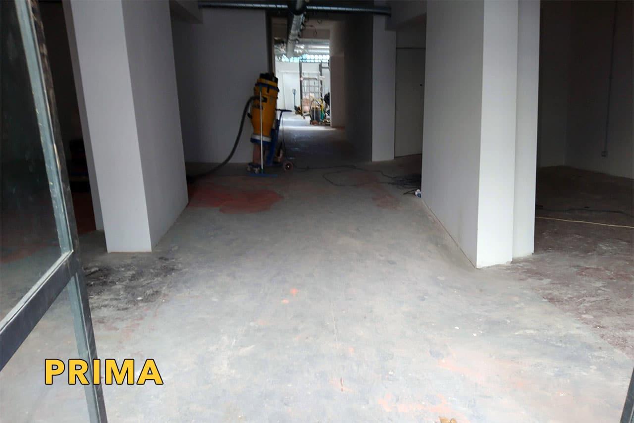 rimozione resina pavimento in cemento industriale